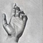 Mano dibujada a lápiz sobre papel con base de carboncillo por Ana Miralles