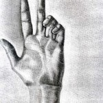 Mano dibujada a lápiz sobre papel con base de carboncillo por Milena Cifuentes